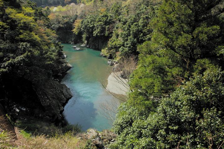 根尾川(日当駅手前)