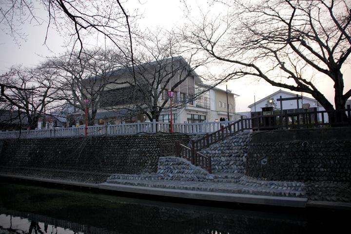 奥の細道むすびの地記念館