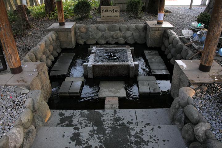 八幡神社「大垣の湧水」