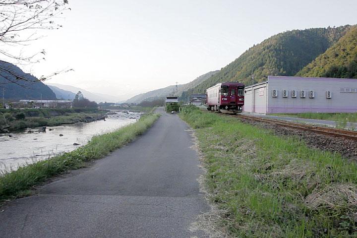 山田駅へ向かう