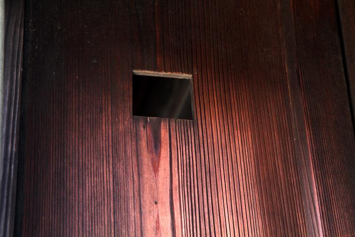 玄関を見る覗き穴