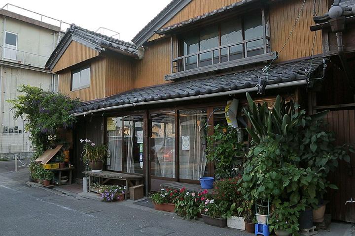 和具屋(大西家) 元禄年間(1688~1703)創業と伝えられる老舗の陶器問屋