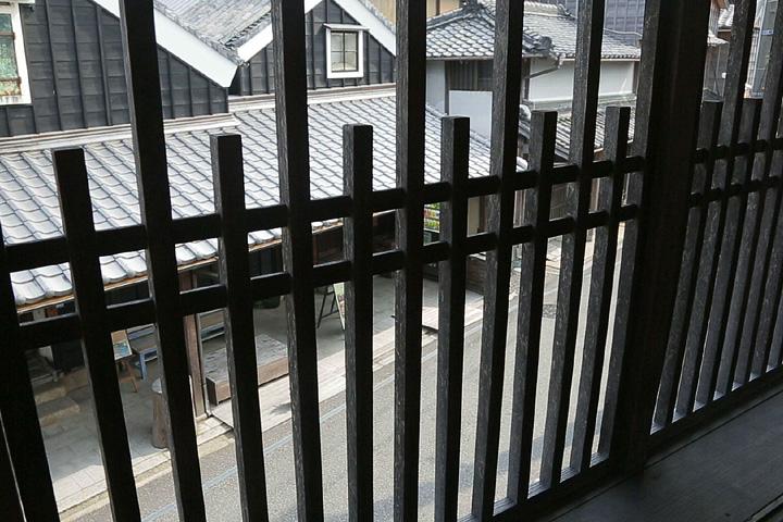 二階から見た西山家(元酒問屋川元)