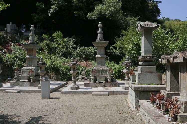 九鬼家の墓石
