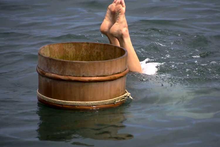 海女の潜水実演
