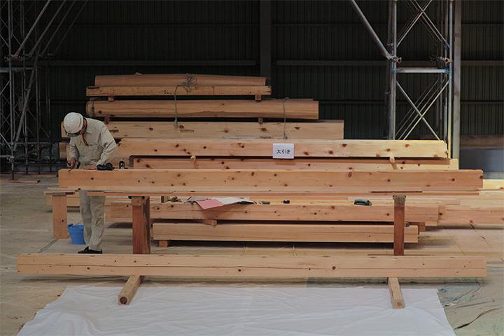 大引き(1階の床組の部材)の加工