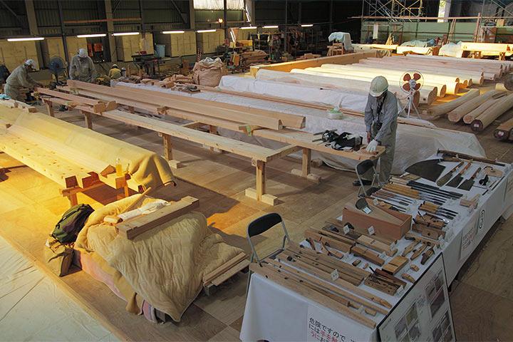 木材加工場の前には道具の展示