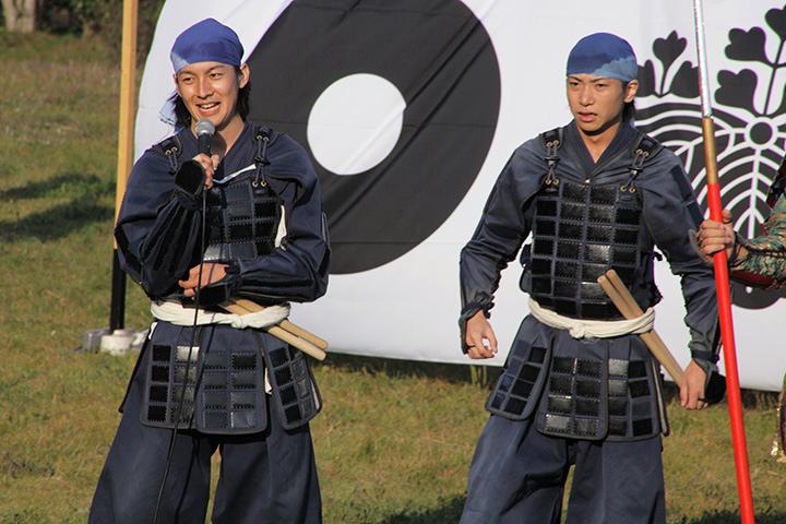 掛太鼓披露後、感想を語る元気!(左)と亀吉(右)