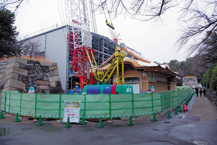 撤去された素屋根(2012年12月15日)