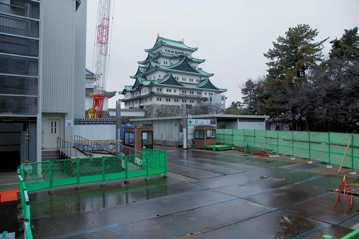 工事現場と名古屋城