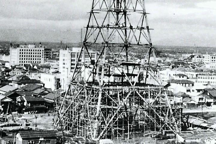 工事の進む、日本初の集約電波塔 名古屋テレビ塔(昭和29年完成)