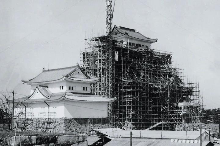 再建工事の進む名古屋城(昭和34年10月完成)