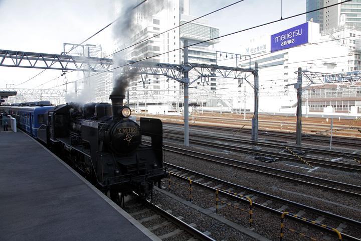 あおなみ線名古屋駅に停車している蒸気機関車(14日の習熟運転)