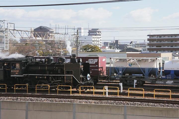 荒子駅を通過直後のC56
