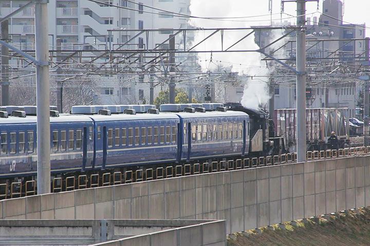 名古屋貨物ターミナル駅へと進むC56