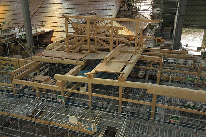 第1期と隣接する所から第2期部分の屋根組みも始まっている