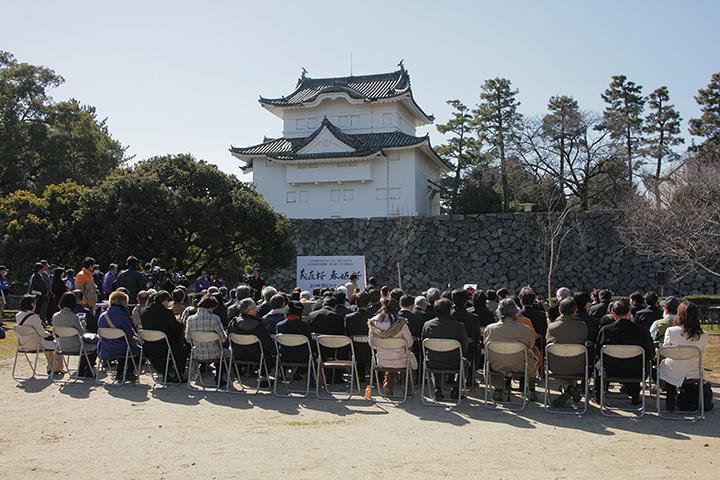 名古屋城二の丸広場にたくさんの関係者が集まった