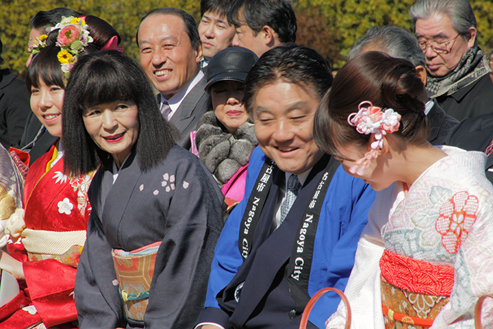 歴代春姫と談笑する河村たかし名古屋市長、名古屋城文化フォーラム夢童由里子代表
