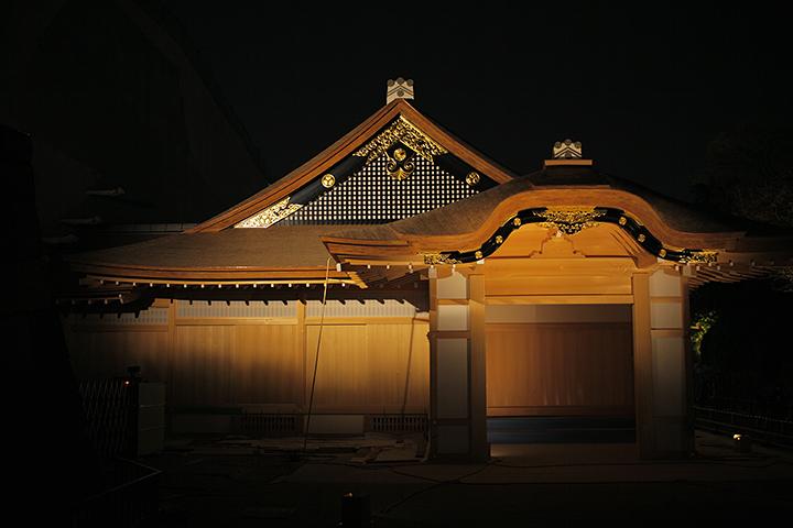 ライトアップされた本丸御殿玄関正面