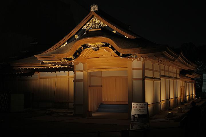 ライトアップされた本丸御殿玄関