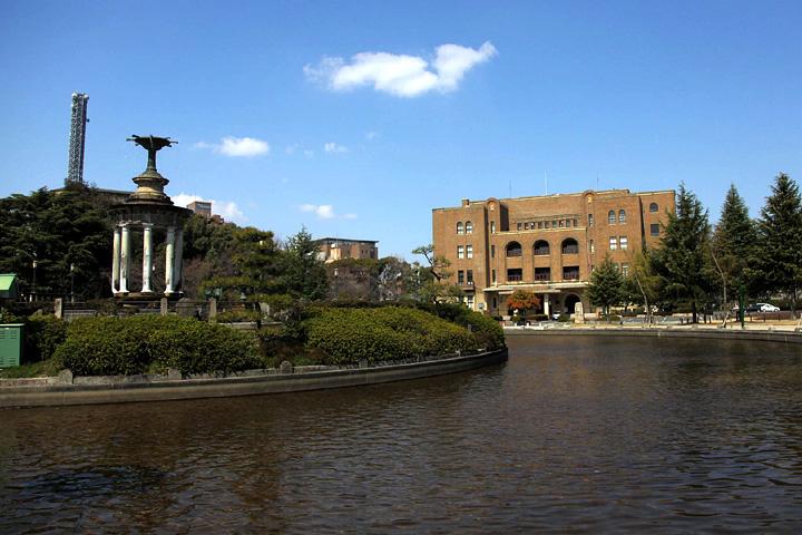 鶴舞公園 公会堂と噴水