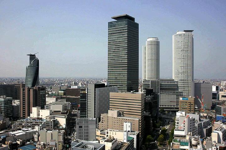 名古屋駅前の高層ビル