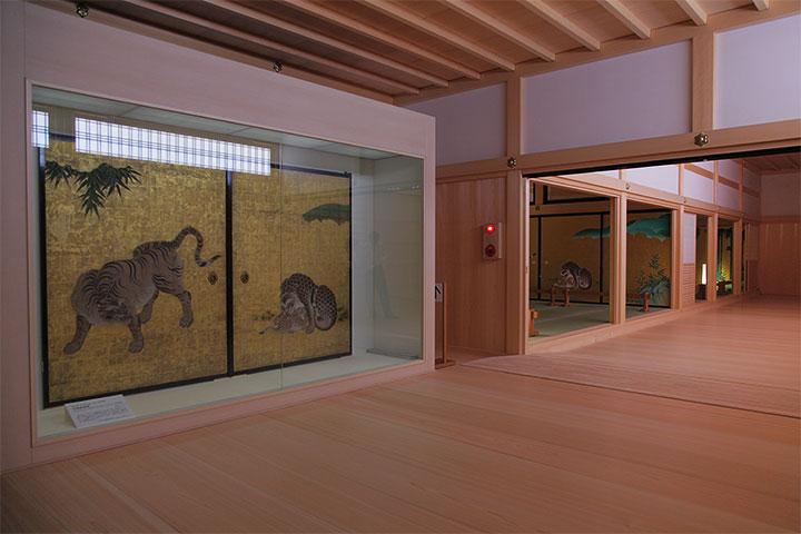 重要文化財の障壁画と玄関一之間、二之間