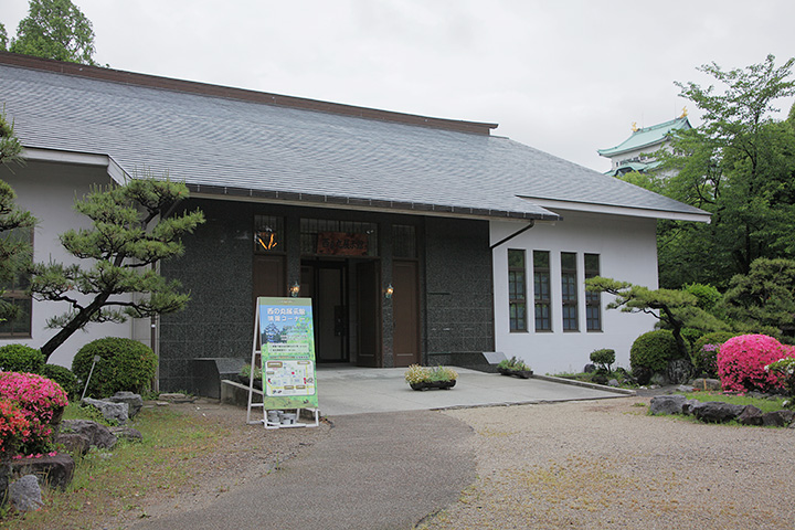資料映像の上映が行われている西の丸展示館