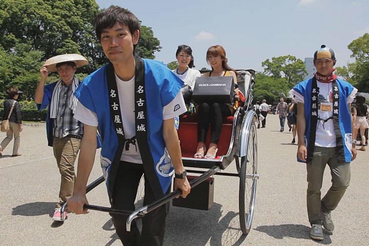 まるはち博覧祭中の土日、学生が人力車を運行