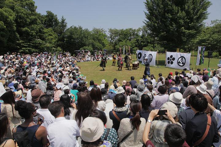 名古屋おもてなし武将隊の演武に大勢の観客