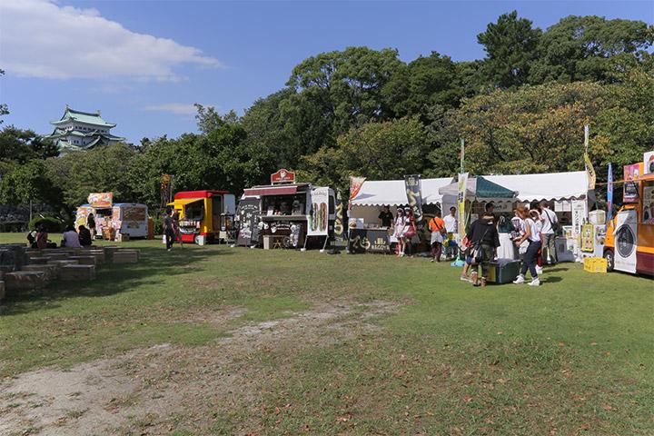 秋の陣期間中のの金曜・土曜・日曜日及び祝休日は秋の収穫祭を二の丸広場周辺で開催