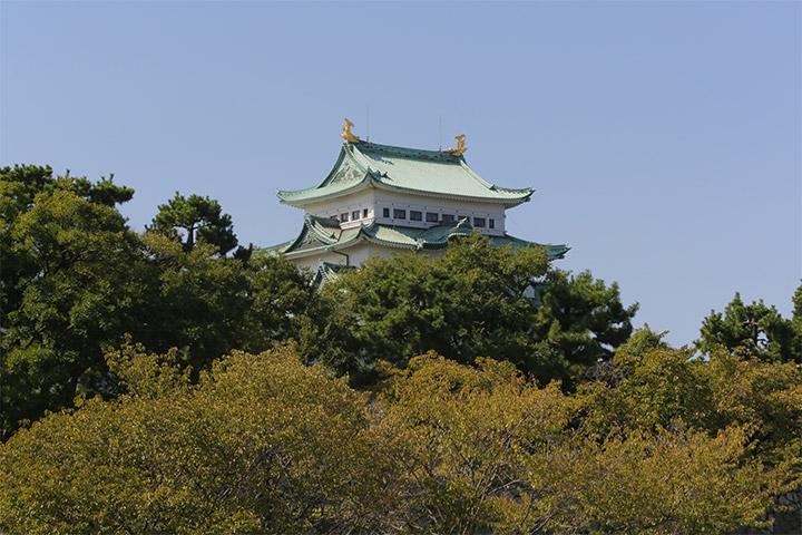 二の丸広場から見た名古屋城