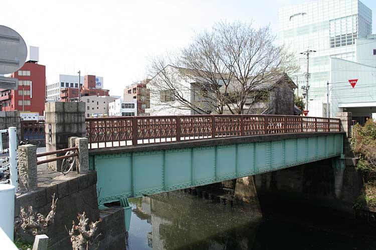 当初の堀川終着点は、朝日橋南の堀留