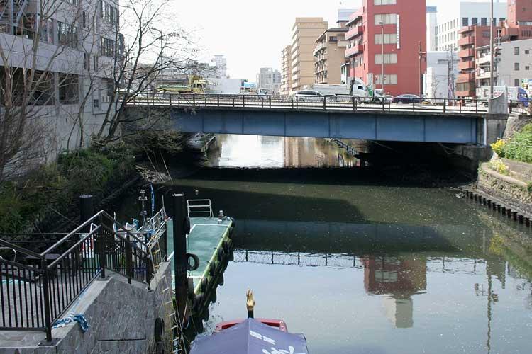 堀川堀留跡船着場と前方の幅下橋