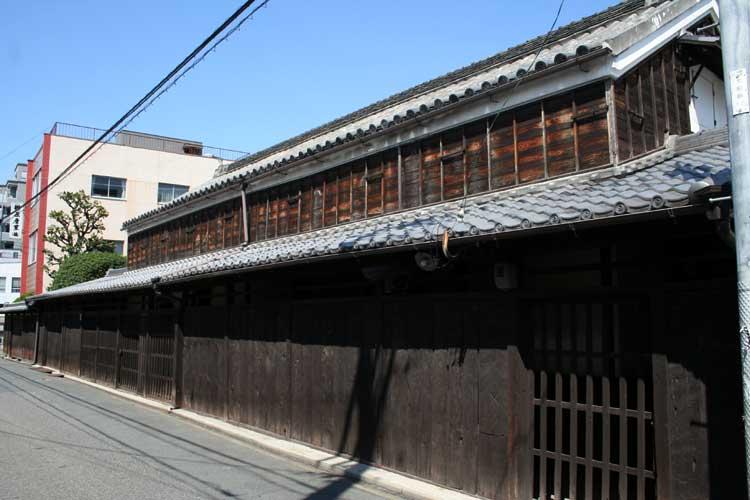 伊藤家表倉-伊藤家は、江戸時代には、尾張藩の御用商人を務めた。