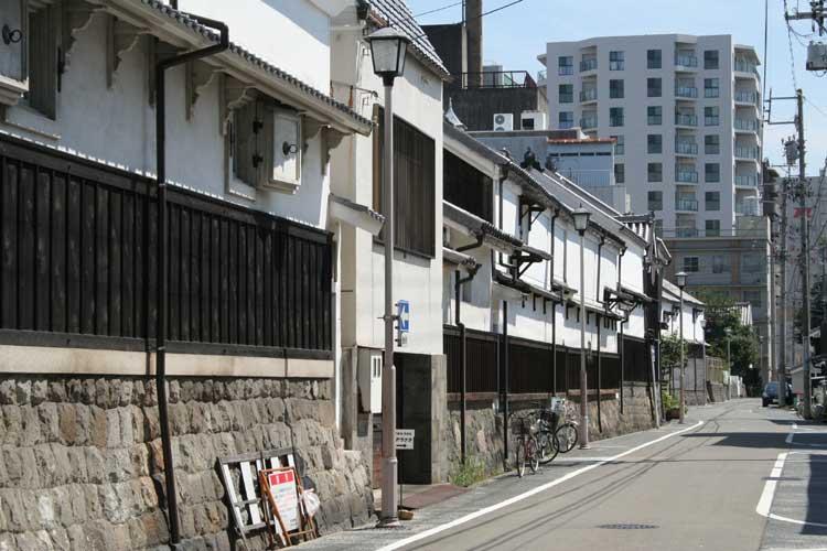 四間道-元禄13年(1700)の大火の後、防火のため拡幅された。