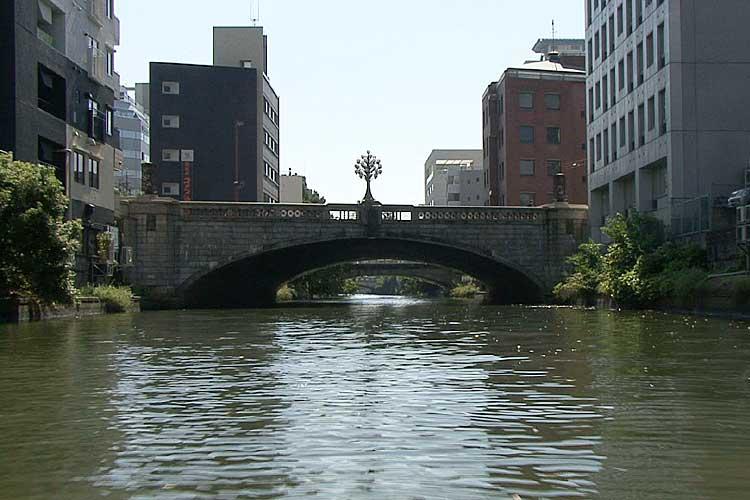 桜橋-昭和12年(1937)名古屋汎太平洋平和博覧会開催のため桜通建設時に架けられた。