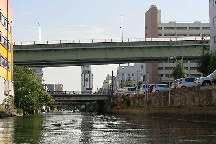 新洲崎橋と名古屋高速2号東山線