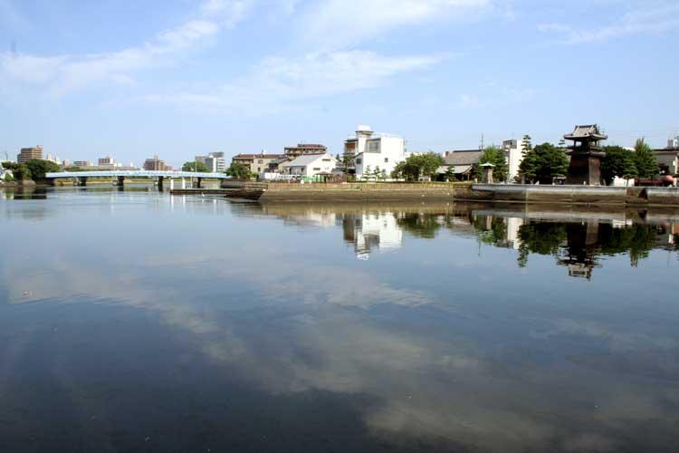 堀川と宮の渡し跡