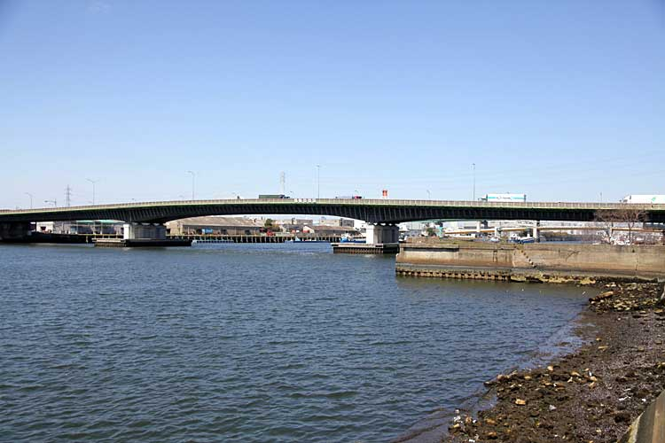 港新橋-旧港新橋跡(写真右)