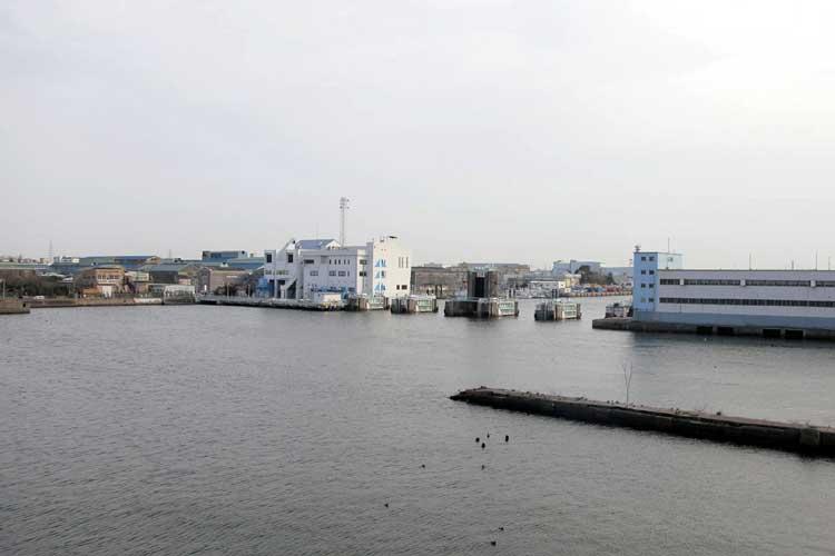 堀川口防潮水門-旧港新橋跡(写真右)