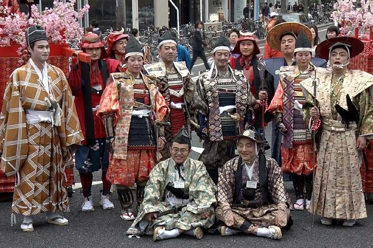 知事、市長、歴史作家の井沢元彦氏らも参加して記念撮影