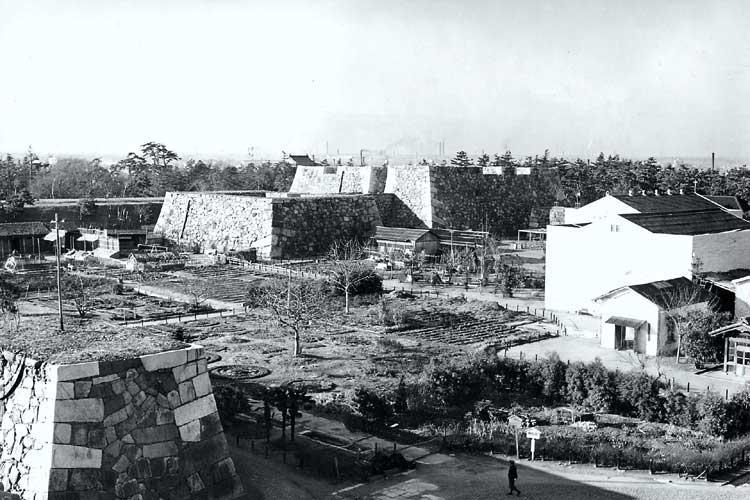 昭和20年代の天主台と本丸御殿跡