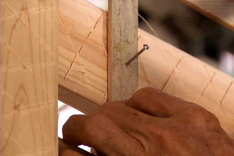 間渡竹を壁貫に釘で固定(小舞掻-こまいかき)