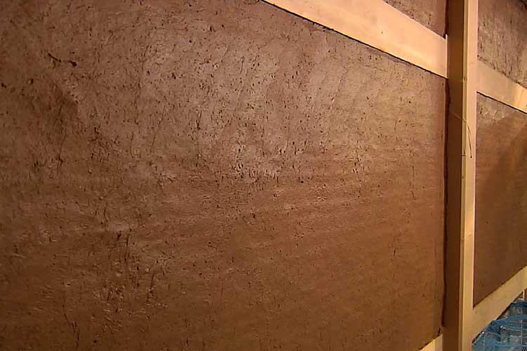 塗り終えた壁は乾燥養生させます(荒壁土 裏返し)