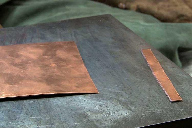 切断された地板(銅板)