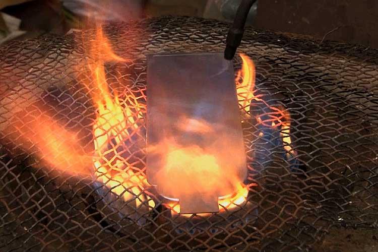 彫金を容易にするため焼きなましを行う