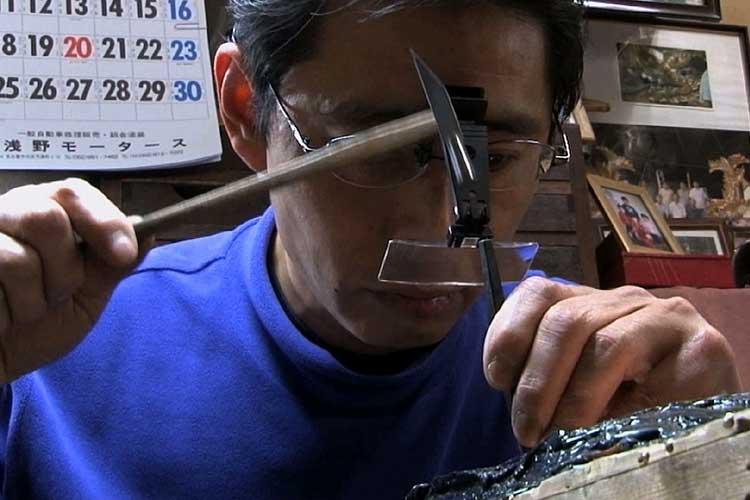 魚々子鏨(ななこたがね)で細かな円を連続して彫る