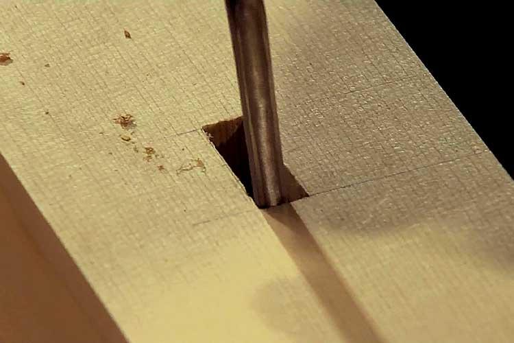 桔木吊金物の貫通穴を作り