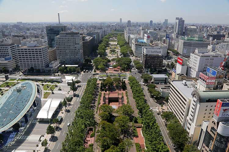 現在の久屋大通(画面中央左が名古屋商業会議所)